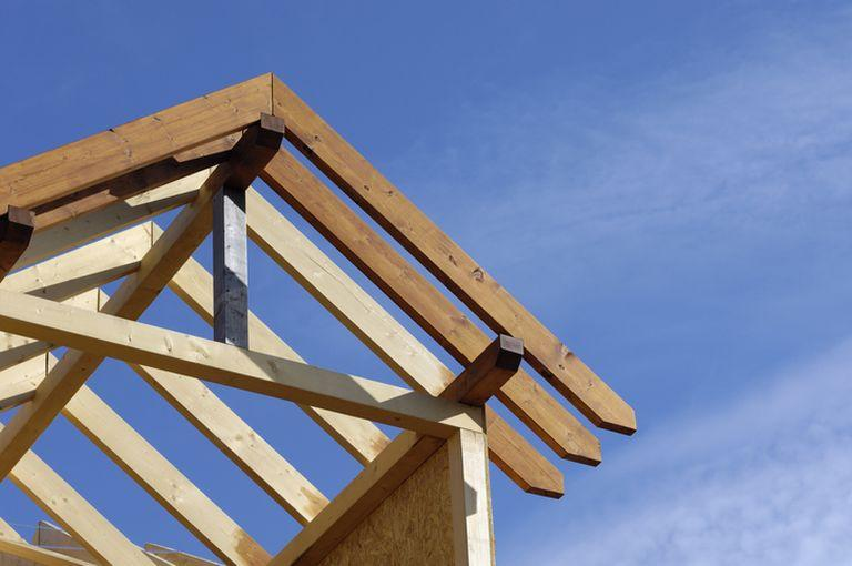 Konstrukcja dachowa natle nieba